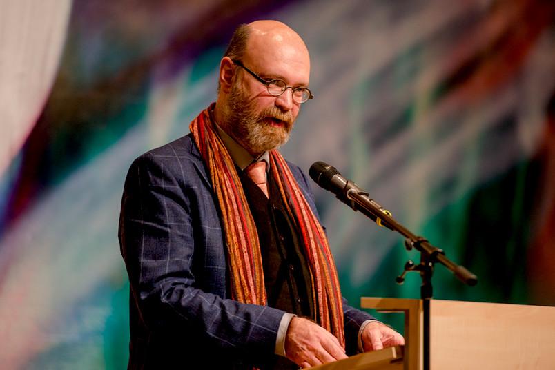 Kollegsprecher Volkhard Krech bei der Eröffnungsfeier im Museum Bochum