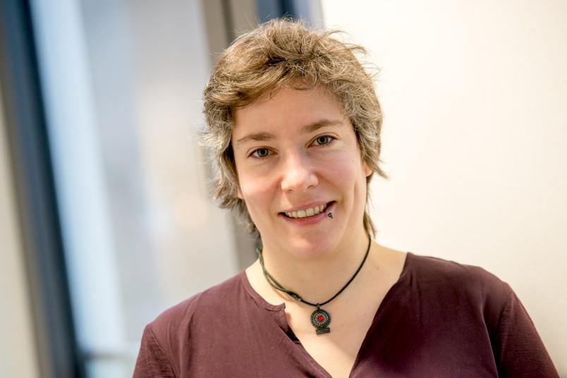 Julia Schmidt ist Expertin für das Thema Studienfinanzierung.