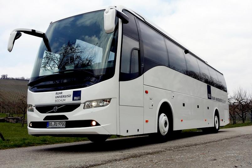 Mit dem neuen Fahrzeug verfügt die RUB nun über acht Busse.