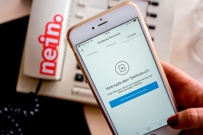 Ein Smartphone, das die Einstellungen einer App anzeigt.