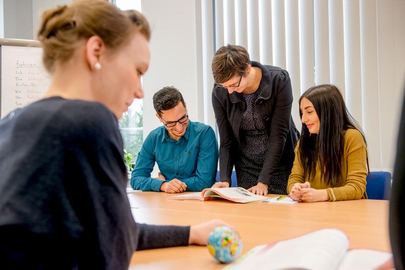 Gruppe mit Lernmaterialien