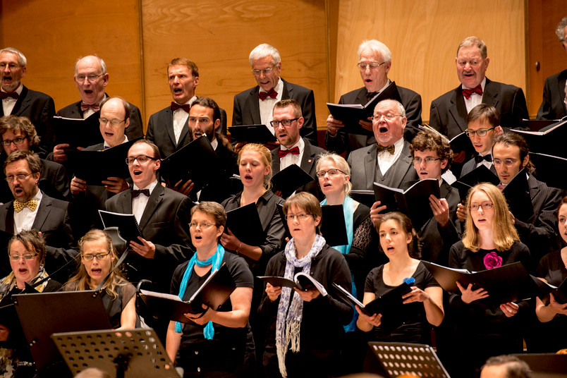 Gemischter Chor beim Auftritt im Audimax der RUB