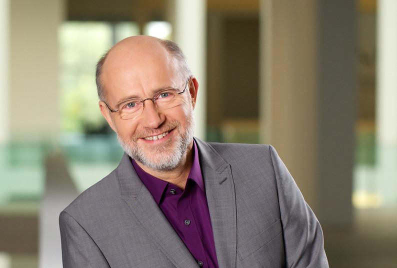 Astrophysiker und Wissenschaftsjournalist Harald Lesch ist zu Gast im Alfried-Krupp-Schülerlabor.