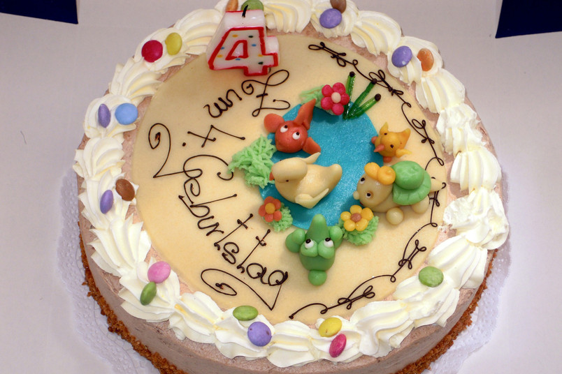 Geburtstagstorte mit vielen Verzierungen