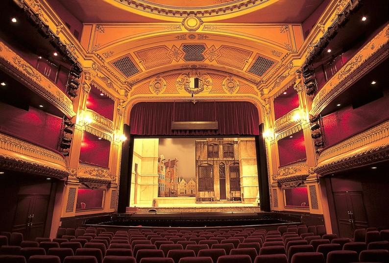 Blick in einen Theatersaal.