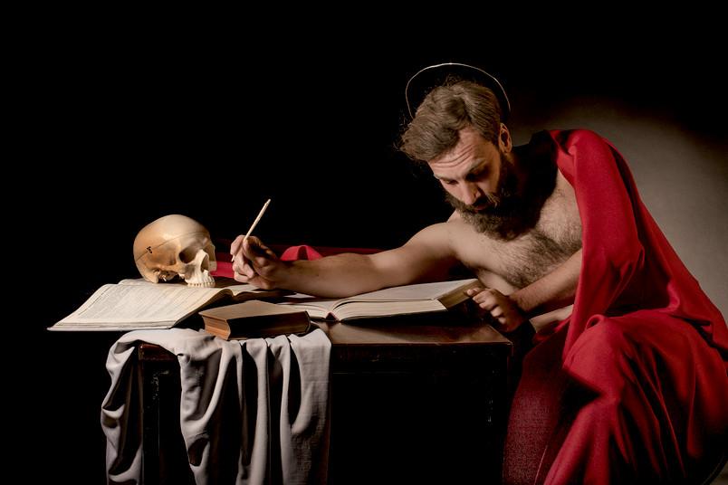 Nachgestelltes Kunstwerk: Caravaggios heiliger Hieronymus