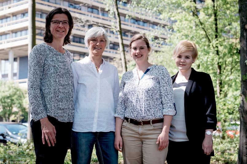 Gruppenbild: die Gleichstellungsbeauftragte Friederike Bergstedt, ihre Stellvertreterinnen Silvia Markard und Viktoria Niebel sowie die studentische Gleichstellungsbeauftragte Julia Glitz (von links)