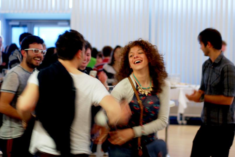 <div> Beim europäischen Kulturabend am 17. Mai 2017 darf auch gerne das Tanzbein geschwungen werden.</div>