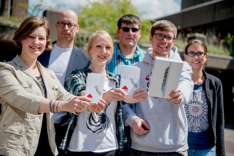 <div>  Unter allen Teilnehmern der Befragung hat die Verwaltung Büchergutscheine und drei I-Pad mini verlost, die im Mai übergeben wurden.</div>