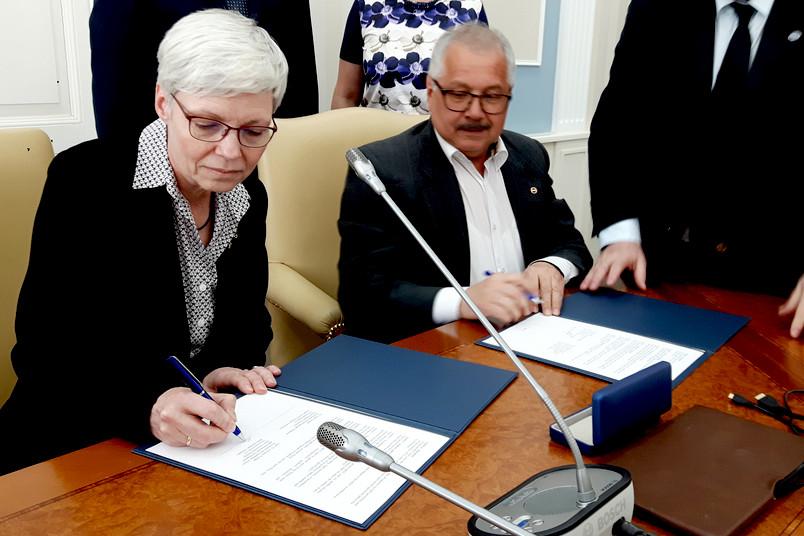Unterzeichnung der Kooperationsvereinbarung zwischen der RUB und der Universität Kasan.