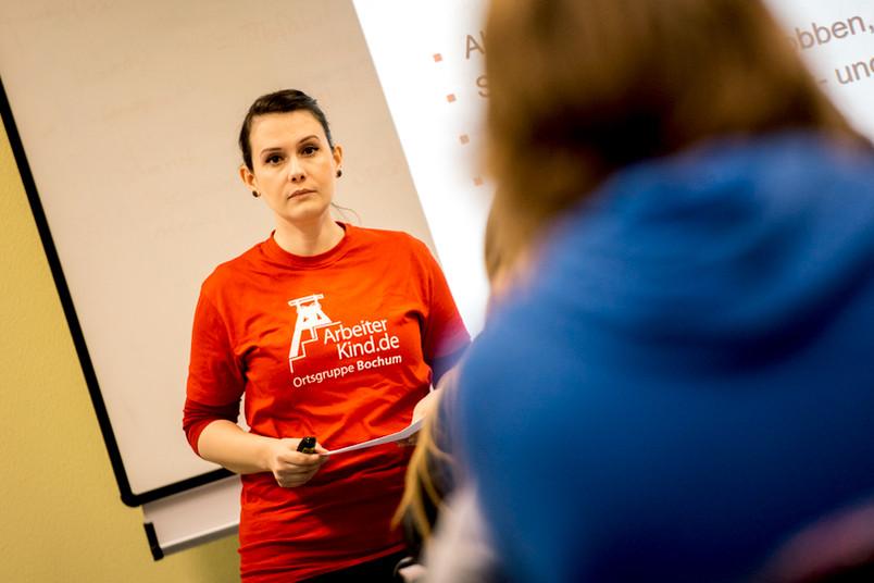 <div> Bei Schulveranstaltungen berichtet Elena Schick über die Initiative Arbeiterkind.de.</div>