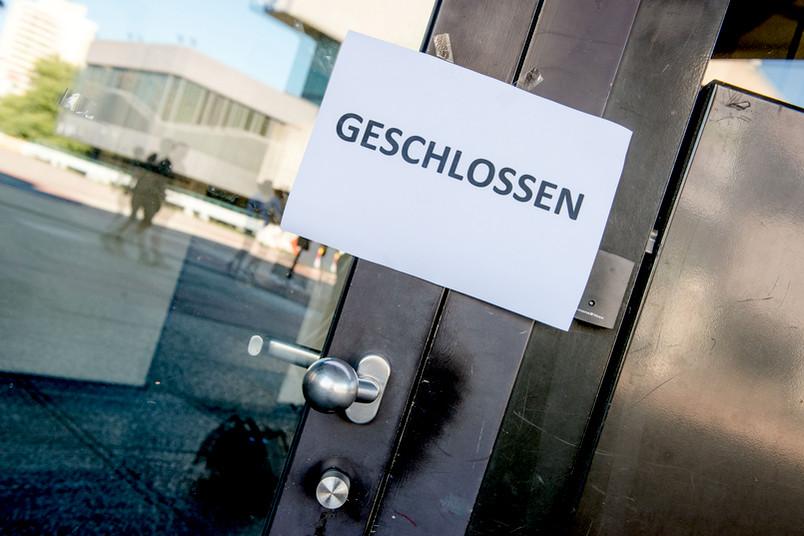 Tür mit Geschlossen-Schild
