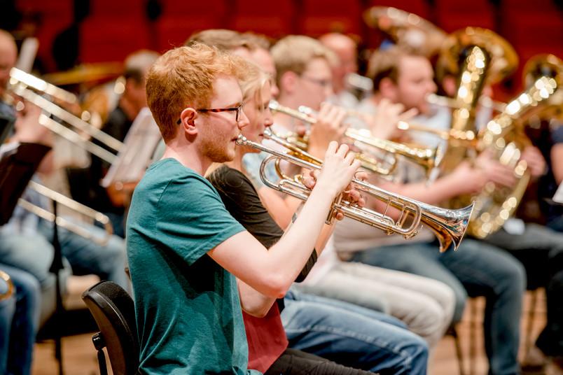 Musiker (Bläser) bei einem Konzert