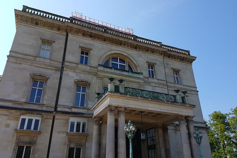 Fassade der Villa Hügel