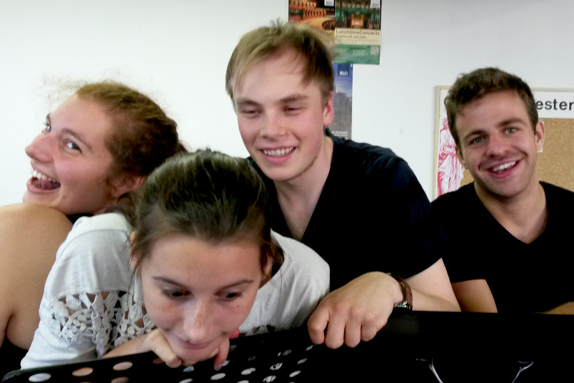 Vier Schauspieler bei der Probe