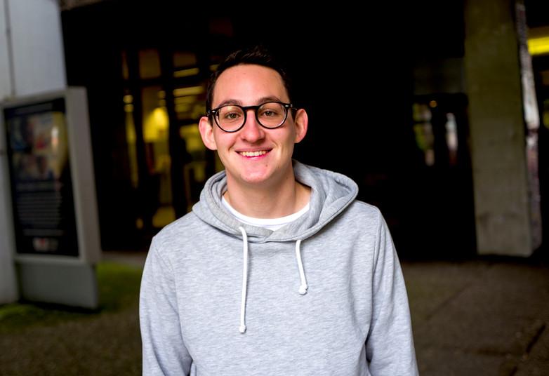 Porträt eines etwa 20-jährigen Studenten