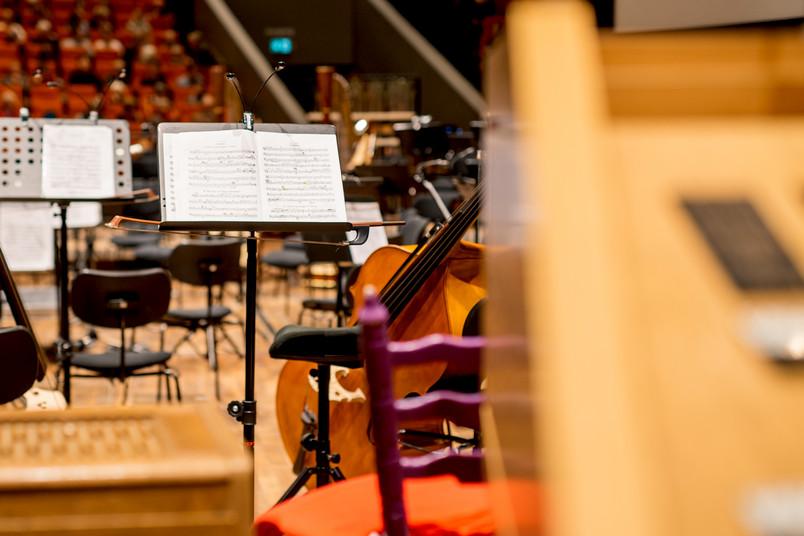 Musikinstrumente vor einem Konzert
