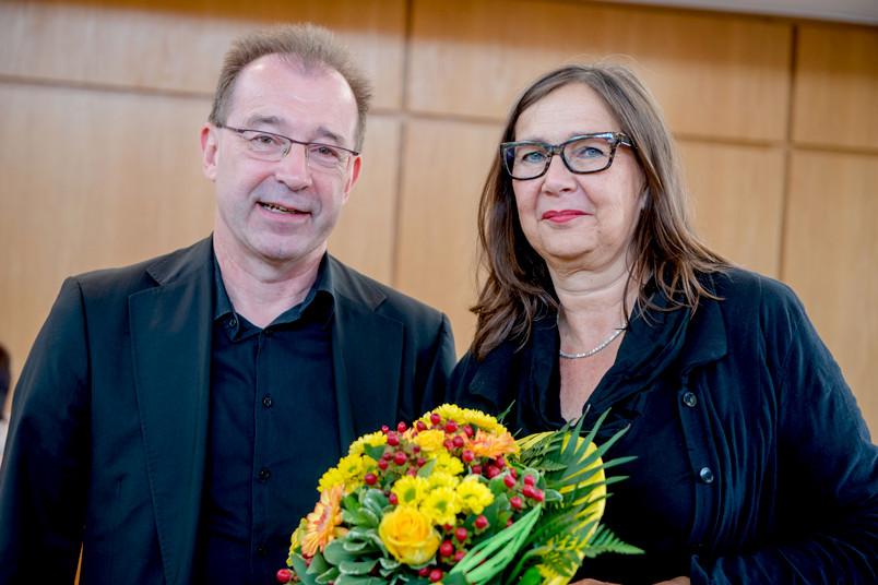 Porträt einer etwa 50-jährigen Frau und eines etwa 60-jährigen Mannes