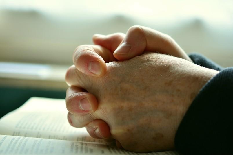 Hände, die beten