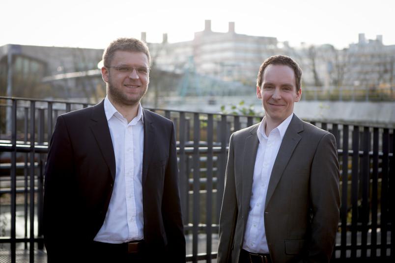 <div> Erfolgreiche Erfinder: Michael Rieger (links) und Benjamin Johnen haben ein neues Verfahren für den 3D-Druck entwickelt.</div>