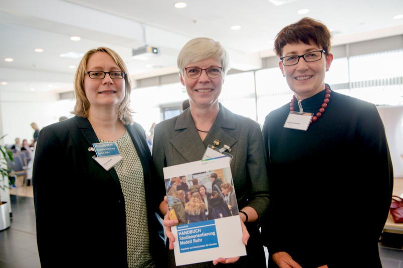 Gruppenbild mit drei Frauen