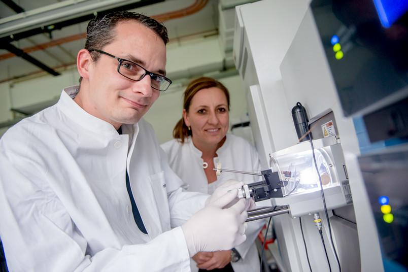 Megger und Sitek im Labor
