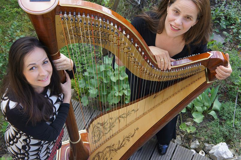 <div> Zinovia Zafeiradou (links) und Kathrin Montero Küpper spielen französische Lieder.</div>
