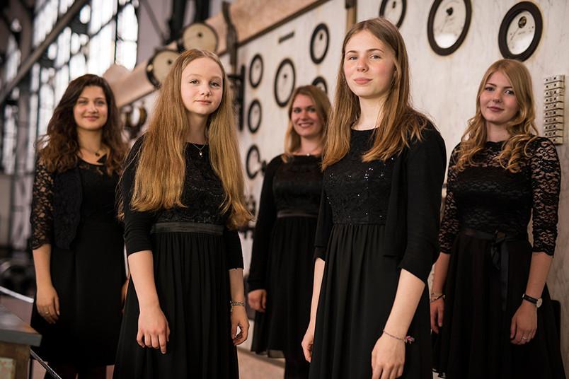 <div> Sängerinnen der größten Singschule Europas treten im Blue Square auf.</div>