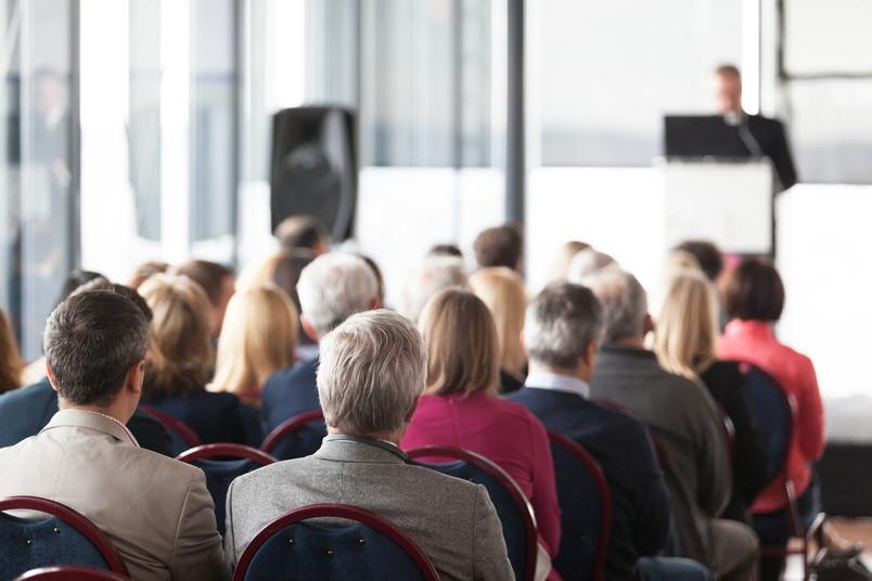 Zuhörer im Tagungssaal