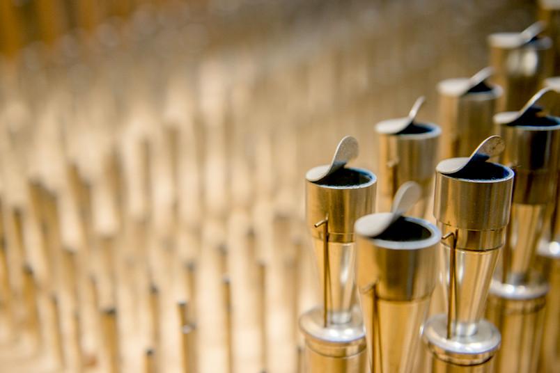 <div> In der Orgel sorgen rund 6.400 Pfeifen aus Metall und Holz für den richtigen Ton.</div>