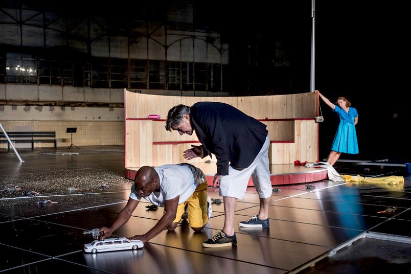 Szene aus einem Theaterstück der Ruhrtriennale
