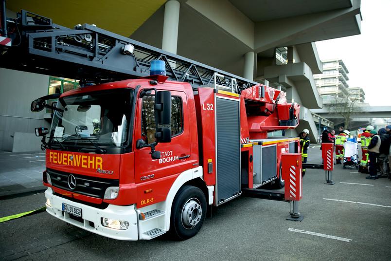 Rettungskräfte im Einsatz bei einer Notfall-Übung auf dem Campus der RUB