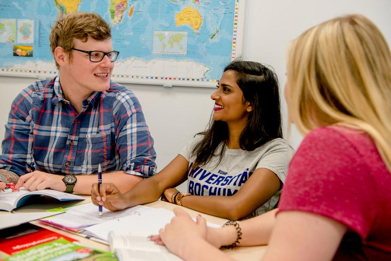 Lernsituation mit insgesamt drei Studierenden