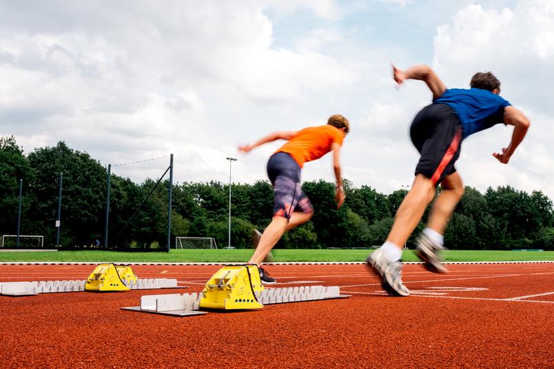 Zwei Sprinter rennen los