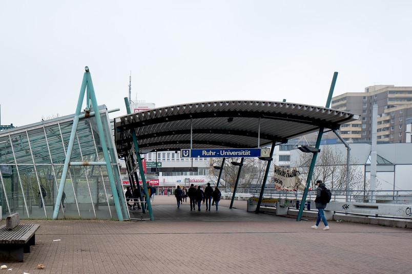 Eine Bahnhaltestelle