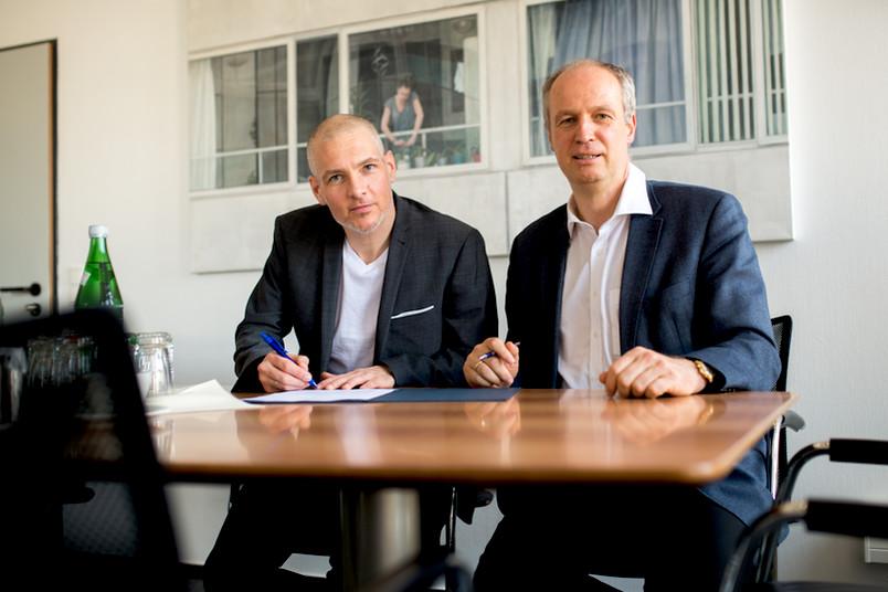 Kooperationspartner Oliver Weimann, Geschäftsführer von Ruhr-Hub, und Andreas Ostendorf, Prorektor für Forschung der RUB (von links)