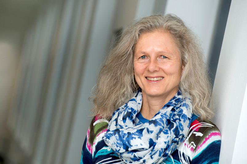 Porträt einer etwa 50-jährigen Frau