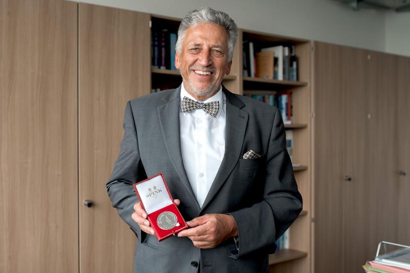 Andreas Schumann mit der Volker Medal
