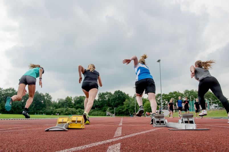 <div> Rund 300 Bewerber stellten sich der Sporteignungsprüfung.</div>