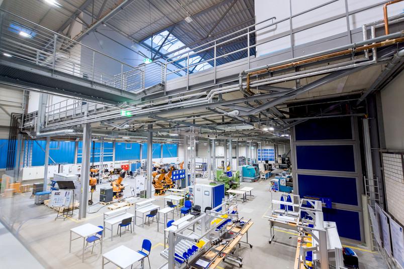 Industriehalle mit der neuen Lern- und Forschungsfabrik