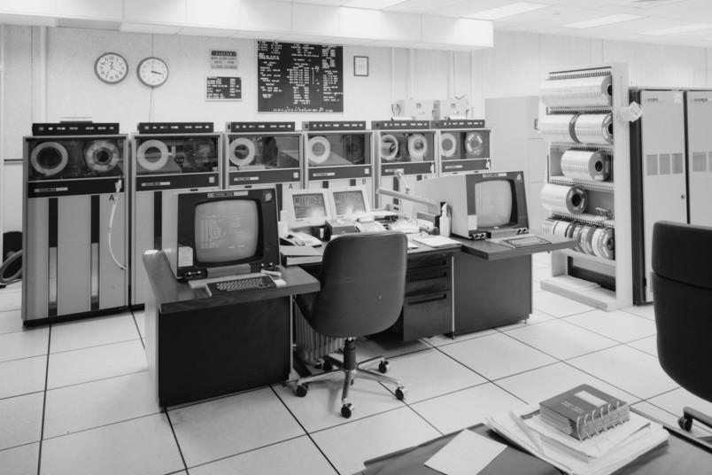 <div> Die Anfänge der elektronischen Datenverarbeitungstechnik</div>
