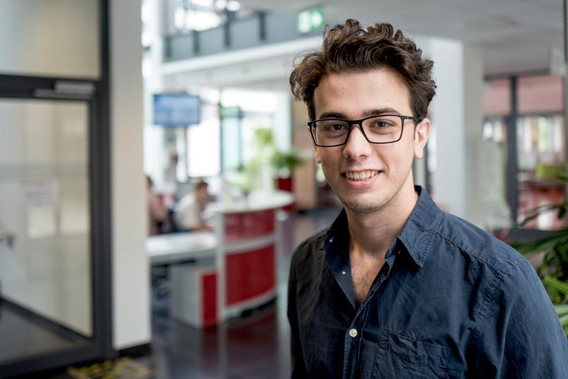 <div> Sharref Hallak ist seit Mai 2018 ein Stipendiat der Studienstiftung des deutschen Volkes.</div>