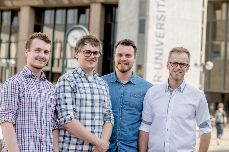 Gruppenbild der Gründer Maximilian Topp, Kai Lichtenberg, Christian Els und Arkadius Gombos (von links).