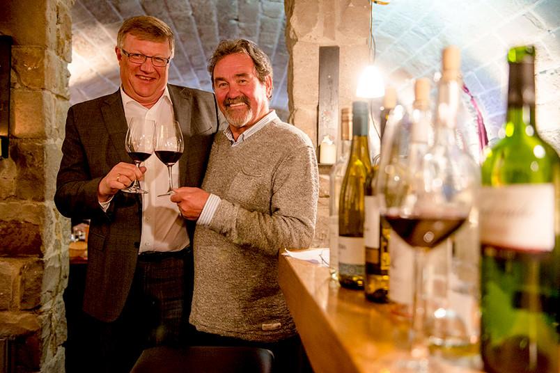 <div> Biologe Klemens Störtkuhl (links) und Sommelier Andreas Krämer leiten die Weinseminare des Blue Square.</div>
