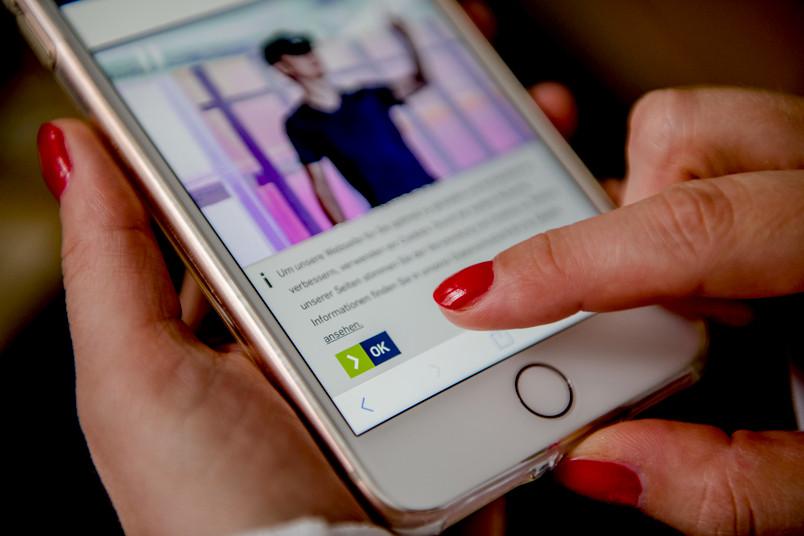 Cookie-Banner der RUB-Webseite auf einem Smartphone