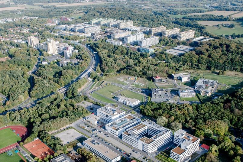 Luftbild: Vom Gesundheitscampus (vorne rechts) über die RUB und die Hochschule Bochum bis zum Technologiequartier soll sich der künftige Campus Bochum erstrecken.