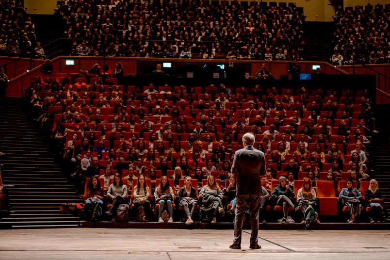 <div> Rektor Axel Schölmerich lädt alle Erstsemester ins Audimax ein.</div>