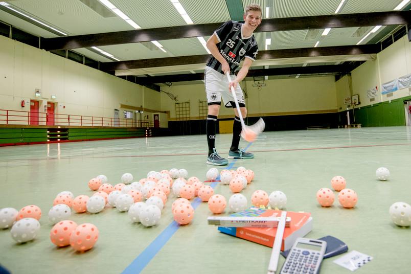 <div> Seit 15 Jahren hält Jan Niklas Buckermann den Floorball-Schläger so gut wie täglich in seinen Händen.</div>