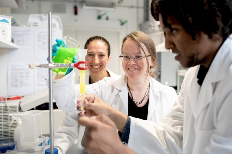 Forscherteam im Labor