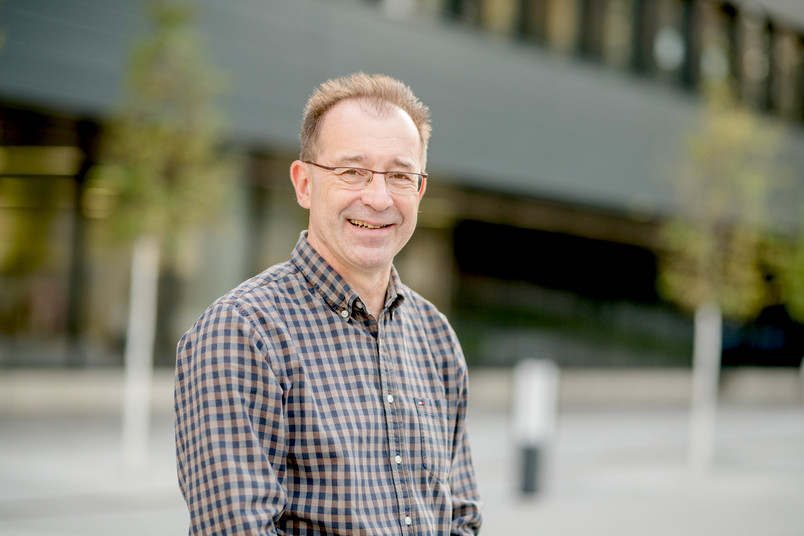 Porträtfoto von Jörg Bogumil